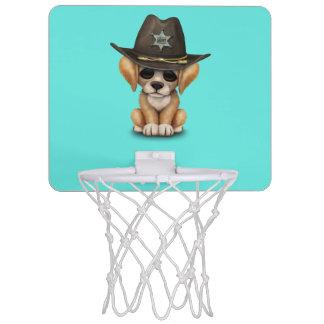 Niedlicher goldener Retriever-Welpen-Hundesheriff Mini Basketball Ring