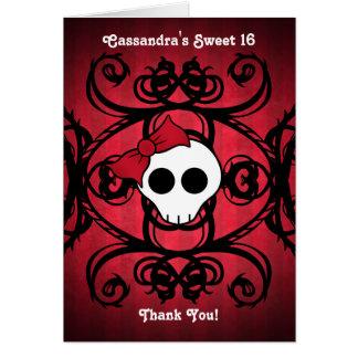 Niedlicher gotischer Schädel auf rotem und Karte