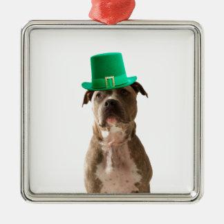 Niedlicher Gruben-Stier-Hundehut-St Patrick Tag Quadratisches Silberfarbenes Ornament