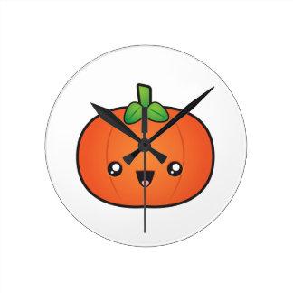 Niedlicher Halloween-Kürbis Runde Wanduhr