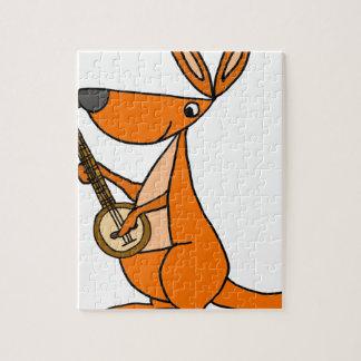 Niedlicher Känguru, der Banjo-Cartoon spielt Puzzle