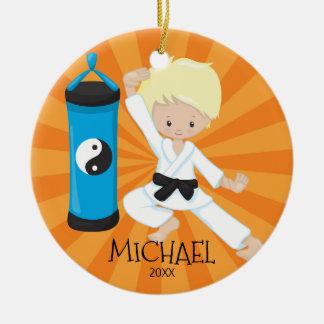 Niedlicher Karate-Jungen-personalisierte Keramik Ornament
