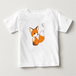Niedlicher kleiner aufpassender Schmetterling Fox Baby T-shirt