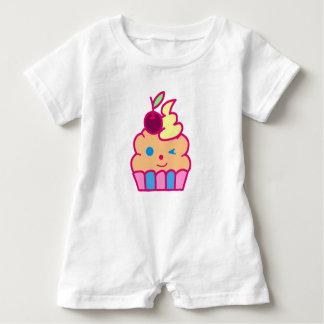 Niedlicher kleiner Kuchen Baby Strampler