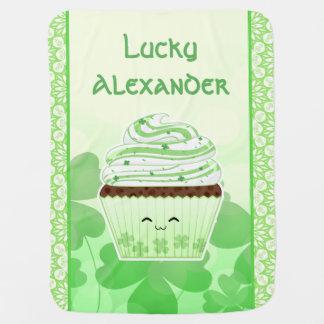Niedlicher kleiner Kuchen kawaii St. Patricks Babydecke