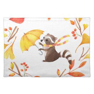 Niedlicher kleiner Raccoon mit Regenschirm im Tischset