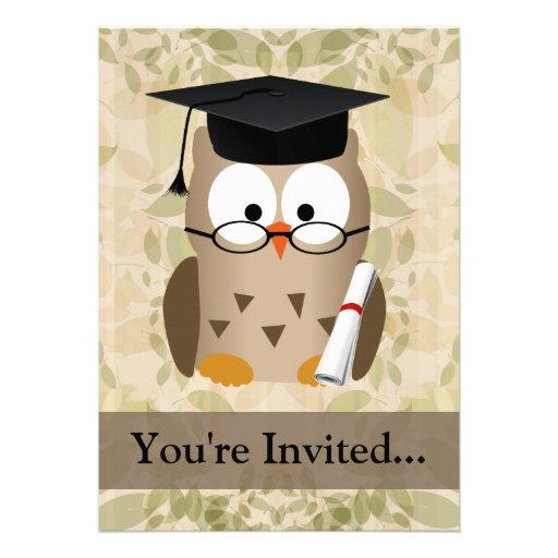 Niedlicher kluger Eulen-Absolvent Einladung
