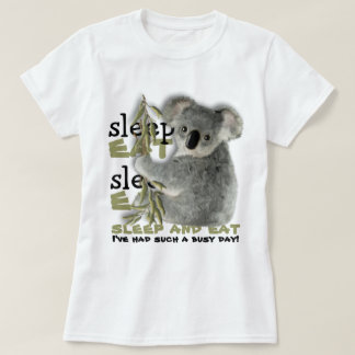 Niedlicher Koala essen und schlafen T-Shirt