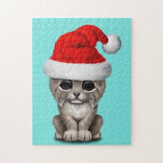 Niedlicher Luchs CUB, das eine Weihnachtsmannmütze Puzzle