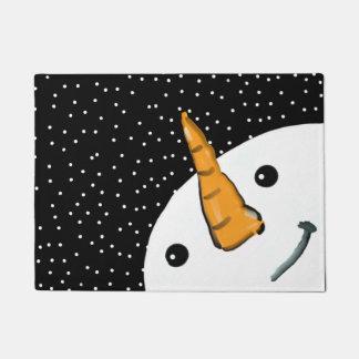 Niedlicher lustiger Snowman-lächelndes Türmatte