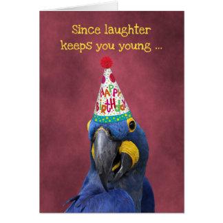 Niedlicher Macaw behalten lachenden Geburtstag Karte