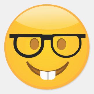 Niedlicher Nerd mit Gläser u. Zähne Emoji Runder Aufkleber