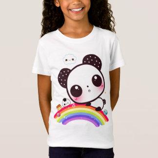 Niedlicher Panda mit kawaii Nahrung auf Regenbogen T-Shirt