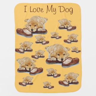 niedlicher pantoffelhund des goldenen Retrievers Kinderwagendecke