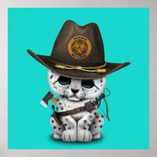 Niedlicher Schnee-Leopard-CUB-Zombie-Jäger Poster