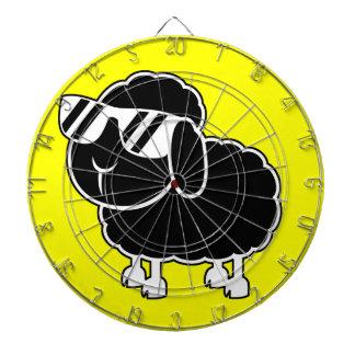 Niedlicher schwarze Schaf-Cartoon Dartscheibe