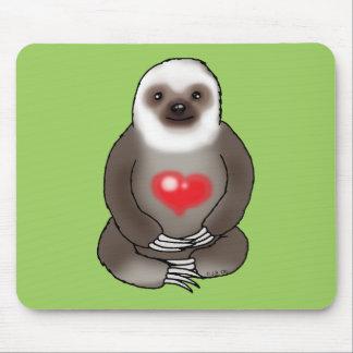 niedlicher Sloth mit rotem Herzen Mousepads