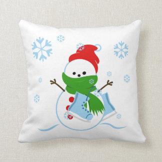 Niedlicher Snowman mit Eis-Skaten Kissen