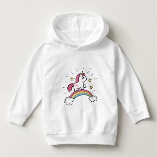 Niedlicher Unicorn auf einem Regenbogen-Entwurf Hoodie