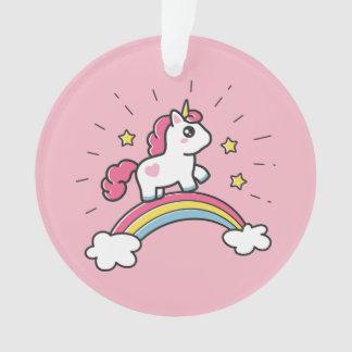 Niedlicher Unicorn auf einem Regenbogen-Entwurf Ornament