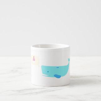 Niedlicher Wal mit der sprechenden Blasen-Tasse Espressotasse