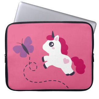 Niedlicher weißer Unicorn mit einem Schmetterling Laptop Sleeve