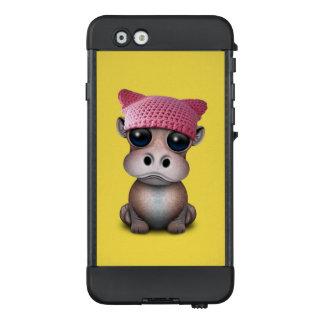 Niedliches Baby-Flusspferdtragender Pussy-Hut LifeProof NÜÜD iPhone 6 Hülle