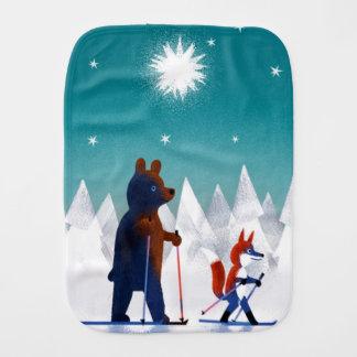 Niedliches Bärn- und Fox-Skifahren unter Sternen Spucktuch