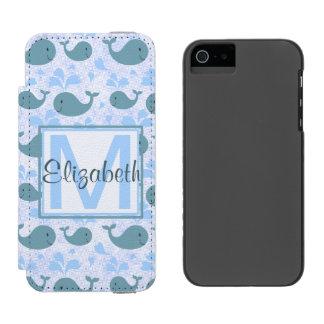 Niedliches Blauwal-Muster-Monogramm Incipio Watson™ iPhone 5 Geldbörsen Hülle