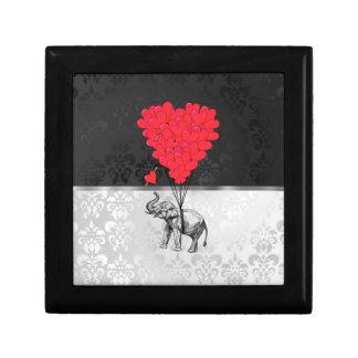 Niedliches Elefant- und Liebeherz auf Grau Kleine Quadratische Schatulle
