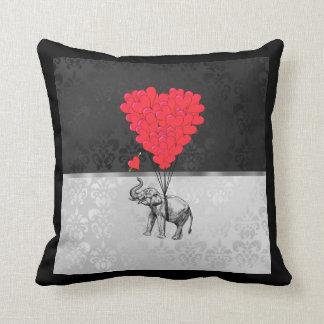 Niedliches Elefant- und Liebeherz auf Grau Kissen