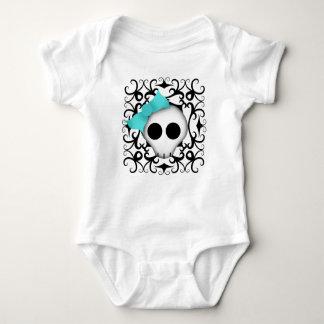 Niedliches goth Punkschädel mit blauem Bogen auf Baby Strampler