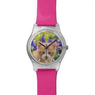 Niedliches Ingwer-Katzen-Kätzchen-blumiger Garten Armbanduhr