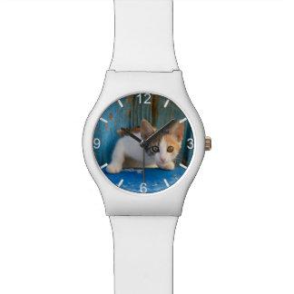 Niedliches Kaliko-Katzen-Kätzchen-lustige Uhr