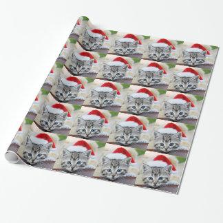 Niedliches Kätzchen mit Weihnachtshut Geschenkpapier