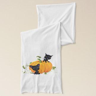 Niedliches Kätzchen und Kürbis s Schal