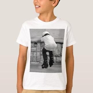 Niedliches Kind auf Rollerblades-Foto T-Shirt