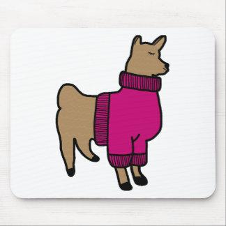 Niedliches Lama, das eine Strickjacke trägt Mousepad