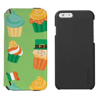 Niedliches lustiges grünes orange Kuchenmuster St Incipio Watson™ iPhone 6 Geldbörsen Hülle
