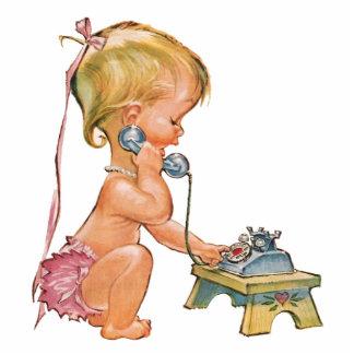 Niedliches Mädchen, das am Telefon spricht Fotofiguren