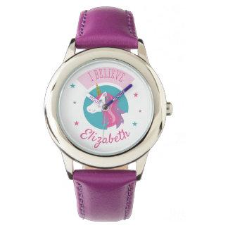 Niedliches magisches Unicorn-Rosa und lila Uhr