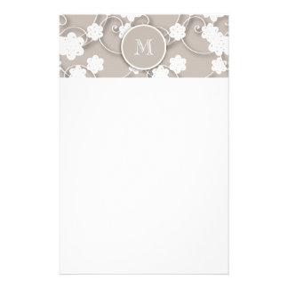 Niedliches Mod-TAN-Blumen-Muster, Ihre Initiale Druckpapiere