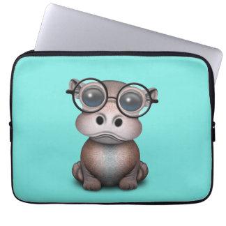 Niedliches Nerdy Baby-Flusspferd-tragende Gläser Laptop Sleeve