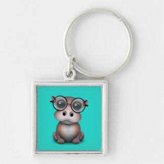 Niedliches Nerdy Baby-Flusspferd-tragende Gläser Schlüsselanhänger