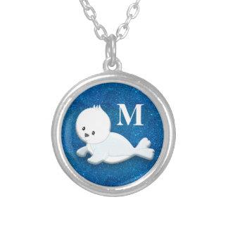 Niedliches personalisiertes weißes Baby-Siegel auf Versilberte Kette