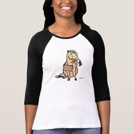 Niedliches Pony arbeitet für Karotten T Shirts