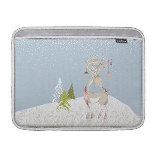 Niedliches Ren und Robin im Schnee MacBook Sleeve