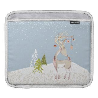 Niedliches Ren und Robin im Schnee Sleeve Für iPads