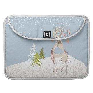 Niedliches Ren und Robin im Schnee Sleeve Für MacBook Pro