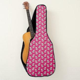 Niedliches SahneFrenchie ist bereit zu spielen Gitarrentasche
